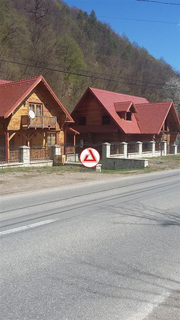 URGENT 2 vile pretabil locuit sau Business, Slanic Moldova