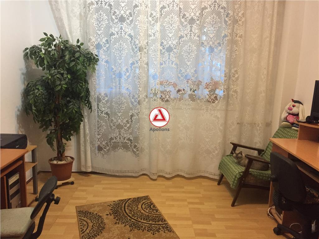Vanzare apartament 4 camere  Piata Gorjului