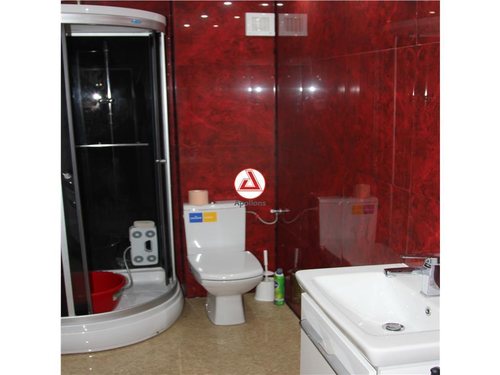 Apartament  lux ,4 camere ,tip duplex, scara interioara