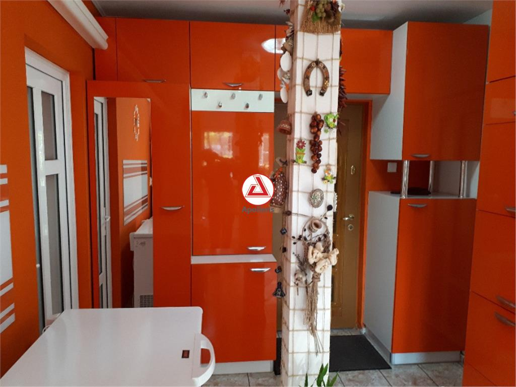 Apartament de vanzare 3 camere, zona Rahova