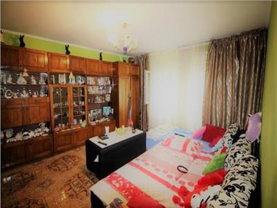 Vanzare apartament 3 camere Calea Vitan stradal