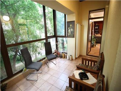 Vanzare apartament 4 camere zona Decebal