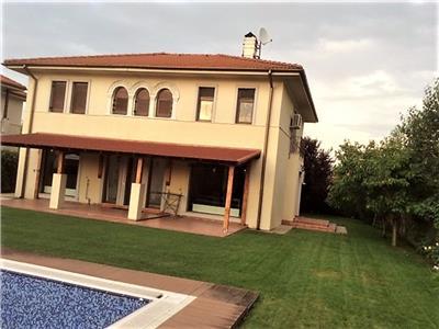 Vila 5 camere , teren 700 mp cu piscina,Curtea Domneasca,