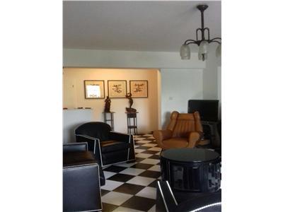 Vanzare Apartament 3 camere, Rosetti, garaj