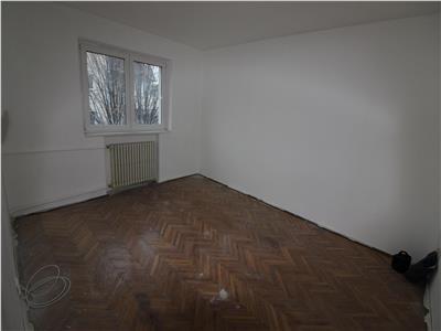 Vanzare apartament Bacau. Decomandat. zona RMB