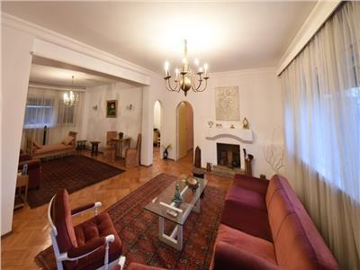 Vanzare Apartament Dacia, 5 camere in bloc civilizat