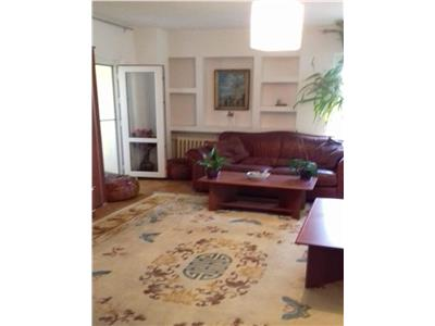 Vanzare apartament 3 camere Piata Sfanta Vineri