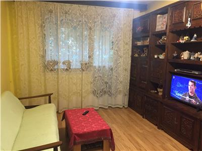 Vanzare apartament 4 camere - Piata Gorjului