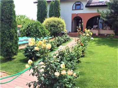 Vila eleganta cu piscina, amplasare foarte buna