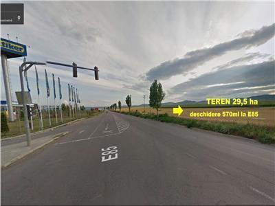Teren 29,5ha / 570ml - vizavi Metro la E85!